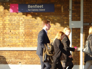 Haltestelle Benfleet.  Viele arbeiten in der Londoner City