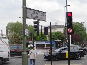 Golders Green Road (c) Daniel Zylbersztajn dzx2.net
