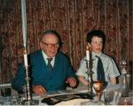 Sind heute beide tot. Der in Berlin geborene Hans Freund, und Enkel Jeremiah Duggan (damals 8 Jahre) am Sedertisch (Bild fuer J.A. mit freundl. Genehmigung der Familie)