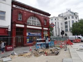 Baustelle U-Bahn Mornington Crescent 2015, im Hintergrund Carerras Zigarettenfabrik (c) Daniel Zylbersztajn. Am Anfang seiner Karriere liebte es Frank Auerbach Baustellen zu malen.