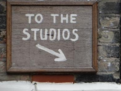Schild zu Frank Auerbachs Studio(c) Daniel Zylbersztajn