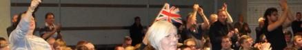 cropped-jubelnde-brexit-anhaenger-waherend-nigel-farags-ansprache.jpg