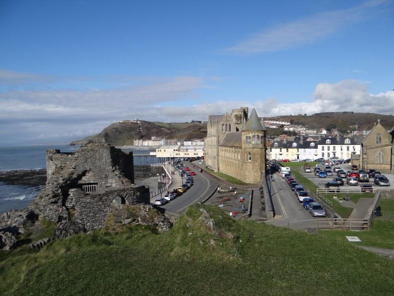Aberysthwyth, Blick ueber die alte Burg. Alles geschichtlich mit Europa verbunden (1)