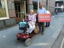 Jill Iremonger, bleibt bei Corbyn Geulam Mertuza, glaubt Owen Smith hat den notwendingen Biss