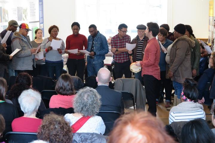 2-wiener-library-world-harmony-orchester-mit-chor-nuerer-immigranten-singen-was-waeret-ihr-einen-tag-ohne-uns