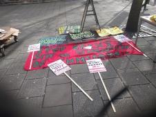 SOAS students are getting readz to go to #stoptrumpdemo - Studenten in Vorbereitung zur Demo Stop Trump (c) Daniel Zylbersztajn