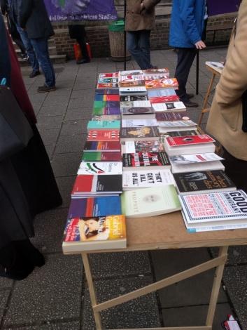 SOAS hat Bücher über und von I mmigranten. SOAS has books about or from Immigrants on display (c) Daniel Zylbersztajn