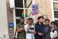 SOAS Students preparing to go to Stop Trump Demonstration - SOAS Studenten vor den Marsch zur Stop Trump Demo (c) Daniel Zylbersztajn