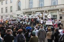 Endversammlung Enough is ENough Marsch vor dem Hackney Council