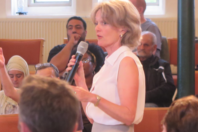 Bürgermeistern Council Leader Elizabeth Campbell versichert das alles getan werde
