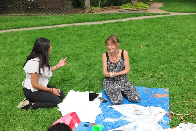 Sophie Lodge Künstlerin welche das  24Hearts   Kustprojekt unter dem Westway nach dem IUnferno startete 03.JPG