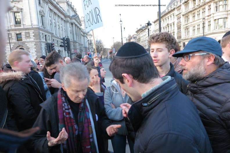 Argumente am Rand dieEchten Opfer sind die Palästinenser sagt die Dame IMG_0417