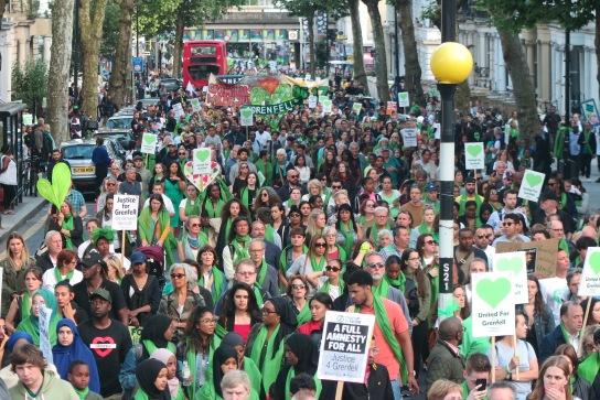 001 Aus dem stehen gebliebenen Bus aufgenommen. Dimension des Silent March auf Ladbroke Grove blick Nach SüdenIMG_0499