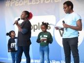 Studentenführerin der NUS Shakira Martin und ihre Töchter, rechts NUS Vizepräsident Amatey Doku IMG_0700