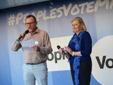 Vereint für eine Volksabstimmung Konservative Abgeordnete Sarah Wollaston aus Devon und Labours Phil Wilson aus Sedgefield IMG_0682