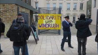 cropped-solidarität-mit-windrush.-eingang-zum-black-cultural-archive-bca-in-brixton-london.jpg