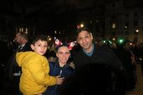 Laura und Mansoor Ul-Haq, 26 und 27, aud Doncaster mit einem ihrer Kinder IMG_5396